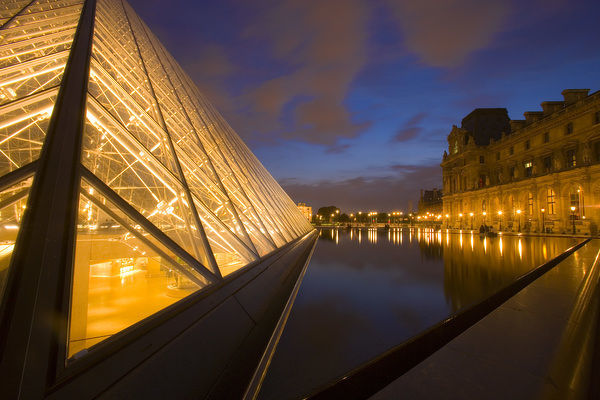 France, Paris. The Louvre at twilight. Credit as: Jim Zuckerman / Jaynes Gallery / DanitaDelimont