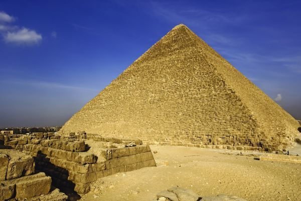 The Great Pyramid of Giza, built for the Fourth dynasty Egyptian pharaoh, Khufu or Cheops, Cairo, Egypt