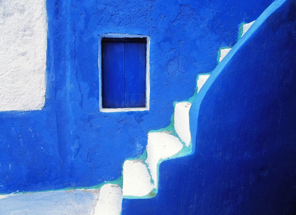 Greece, Santorini, Oia. Blue house and stairway. Credit as: Jim Nilsen / Jaynes Gallery / DanitaDelimont.com
