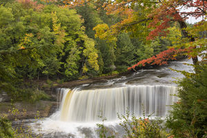 64797-00707 Tahquamenon Falls in fall, Chippewa County, MI