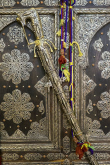 africa/morocco/africa morocco tin decorated cabinet tin sword