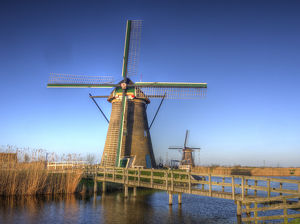 Europe;Netherlands;Kinderdijk;Sunrise along the canal with Windmills