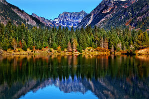 Gold Lake Reflection Mount Chikamin Peak Fall Snoqualme Pass Wenatchee National Forest