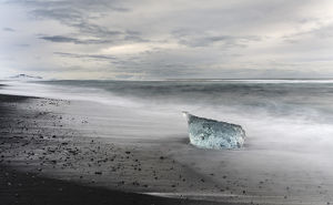 europe/iceland/icebergs black volcanic beach beach north atlantic