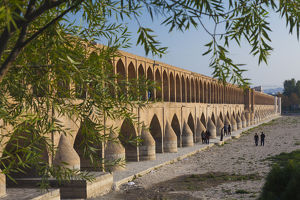 Iran, Central Iran, Esfahan, Si-o-Seh Bridge, late afternoon