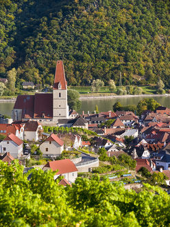 Medieval town of Weissenkirchen in the Wachau, with fortified church Mariae Himmelfahrt