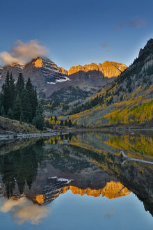 Sunrise Marron Bells autumn colors on aspens with pond reflection