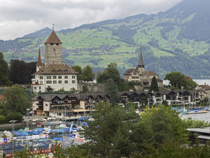 Switzerland, Bern Canton, Spiez, view of town and Spiez Bay