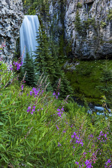 Tumalo Falls in the Deschutes National Forest near Bend, Oregon, USA