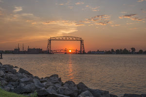 USA, Minnesota, Duluth, Lakewalk, Liftbridge