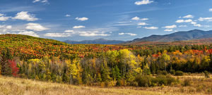 USA, New Hampshire, White Mountains, Panoramic view of autumn in the White Mountains