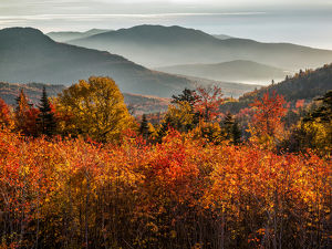 USA, New Hampshire, White Mountains, Sunrise from a Kancamagus Highway overlook