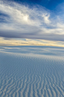 USA, New Mexico, White Sands National Monument. Desert sand landscape. Credit as