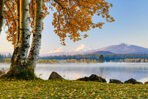 USA, Oregon, Bend, Fall at Black Butte Ranch in Central Oregon