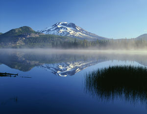 USA, Oregon, Deschutes National Forest, South Sister reflects in the misty waters