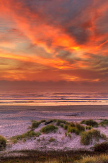 USA, Oregon, Florence. Sunset on beach. Credit as: Jay O'Brien / Jaynes Gallery