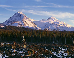 USA, Oregon, Three Sisters Wilderness, Evening light on North (left) and Middle Sister